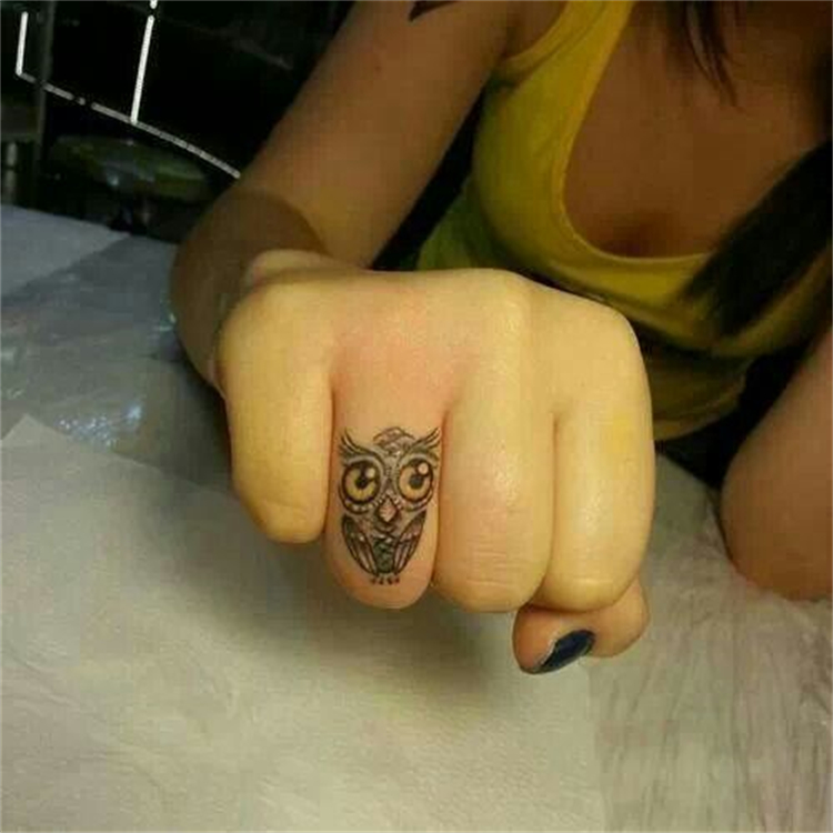 Cool And Stylish Owl Tattoo Designs You Must Try Now; Tattoo; Tattoo Design; Owl Tattoo; Owl; Owl Tattoo Design; Arm Tattoo; Finger Tattoo; Ankle Tattoo; #tattoo #tattoodesign #owl #owltattoo #ankleowltattoo #fingerowltattoo #armowltattoo #backowltattoo