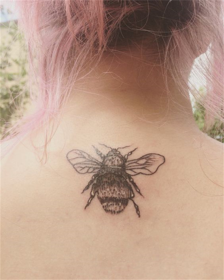 Pretty Bumble Bee Tattoo Designs For Your Inspiration; Bumble Bee Tattoo; Bee Tattoo; Tattoo; Tattoo Design; Arm Tattoo; Ankle Tattoo; Back Tattoo; Shoulder Bee Tattoo #tattoo #tattoodesign #bumblebee #bumblebeetattoo #beetattoo #armbeetattoo #anklebeetattoo